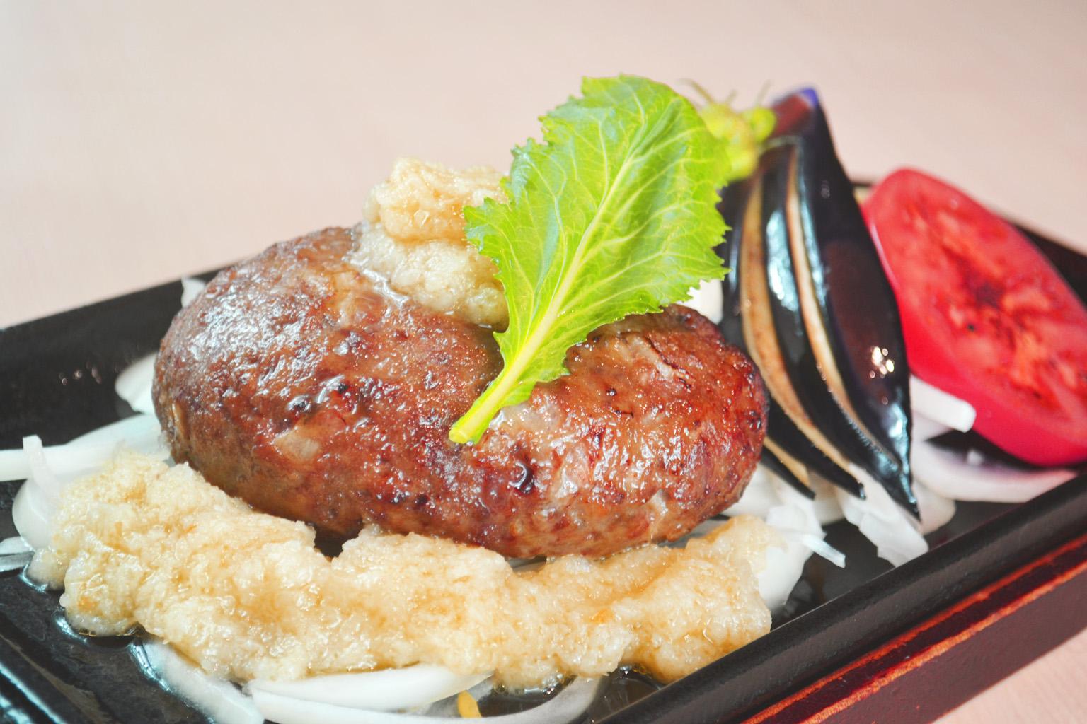【NEW】黒毛和牛ステーキハンバーグ<br/> ~特製蕪おろしソース~