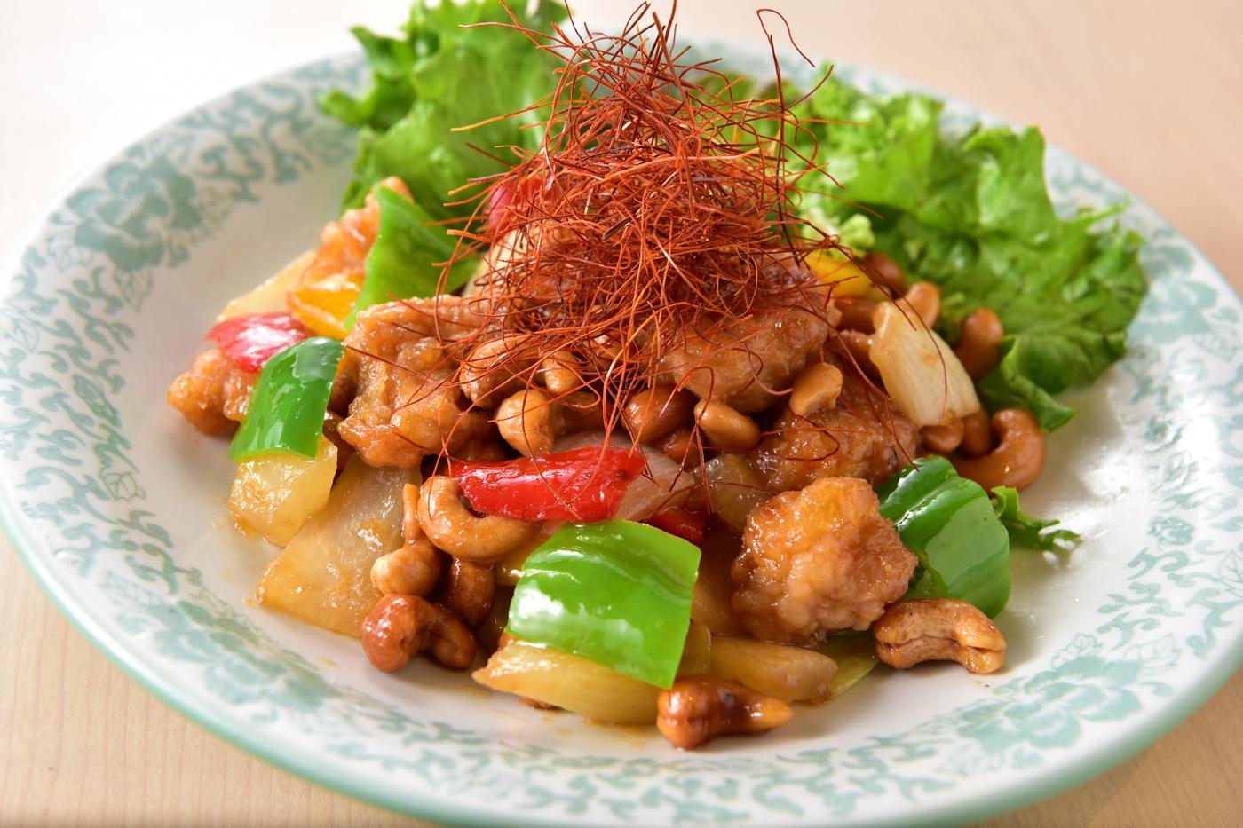 鶏とカシューナッツ炒め<br />ご飯・漬物・中華スープ・ドリンク付