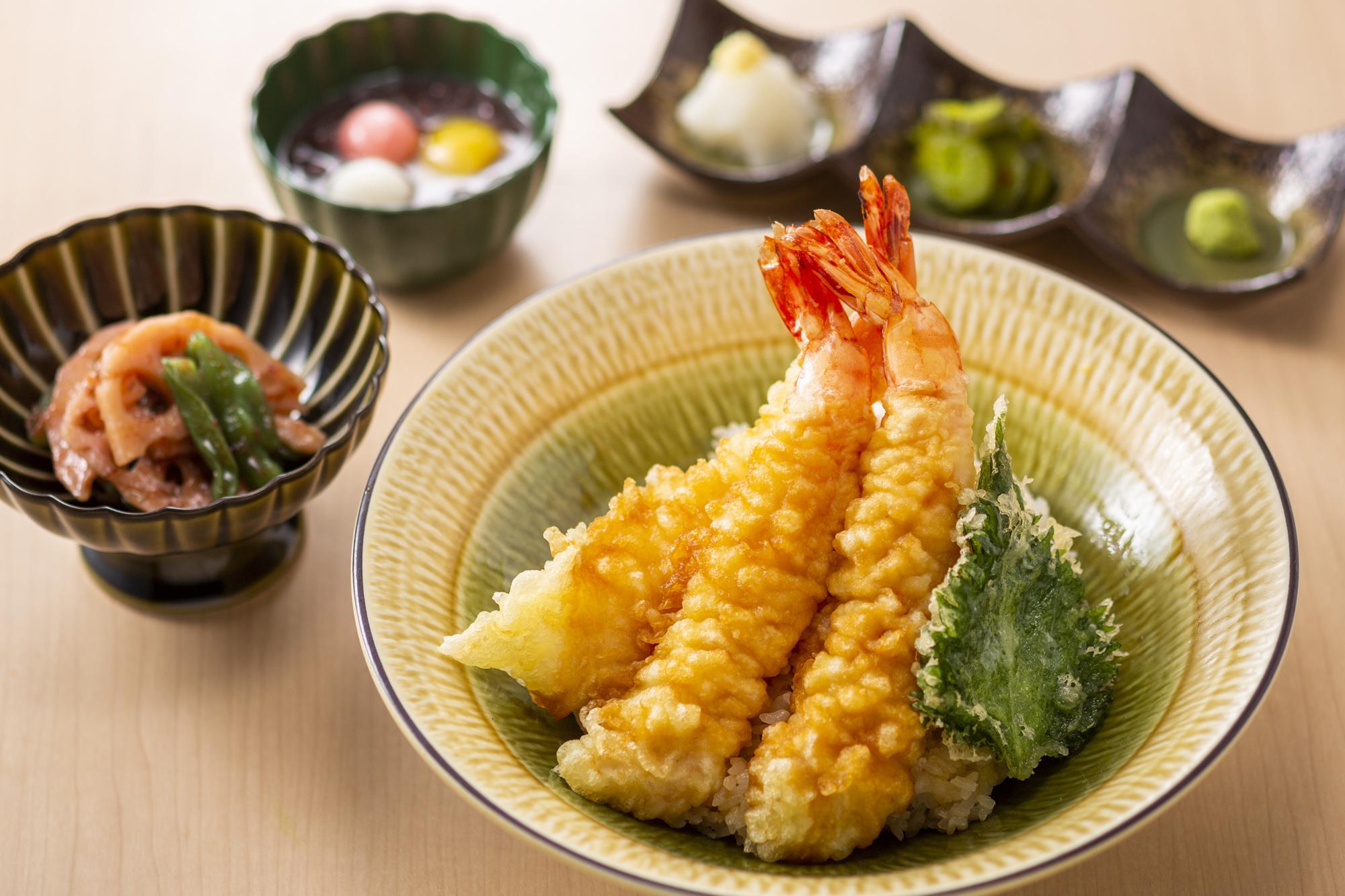 特大海老天丼<br />小鉢・味噌汁・甘味・ドリンク付