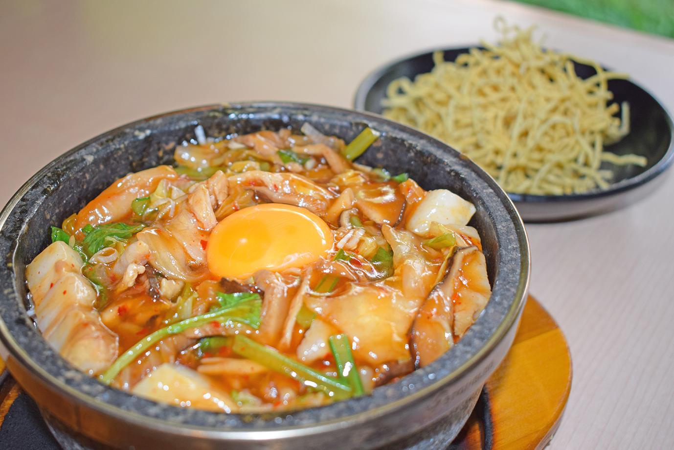 【NEW】石焼豚キムチあんかけご飯<br />味噌汁・お新香・ドリンク付