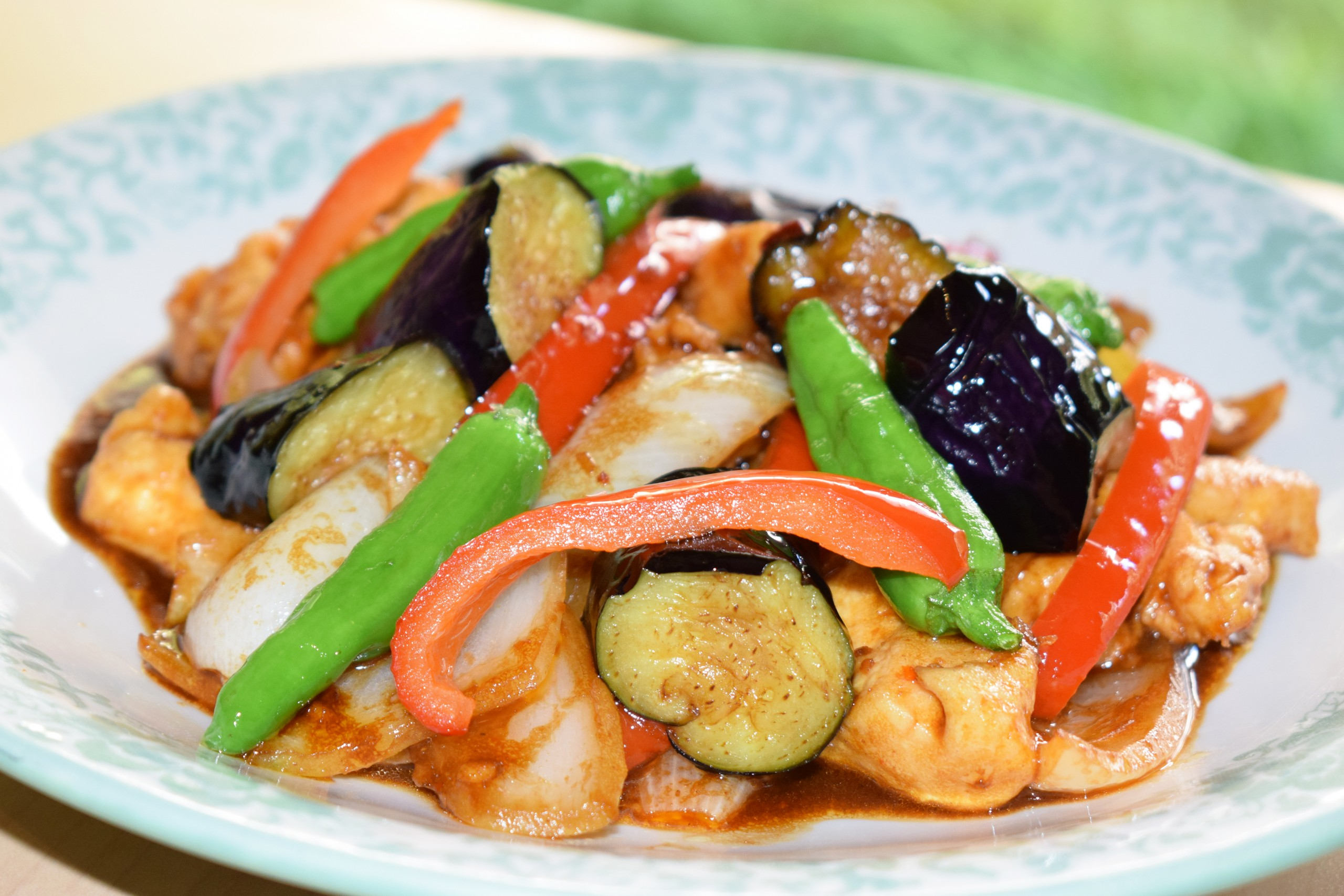 【NEW】鶏肉とナスのピリ辛味噌炒め<br />ご飯・中華スープ・ドリンク付
